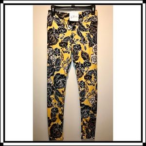 NWT Abby + Anna Yellow patterned leggings …